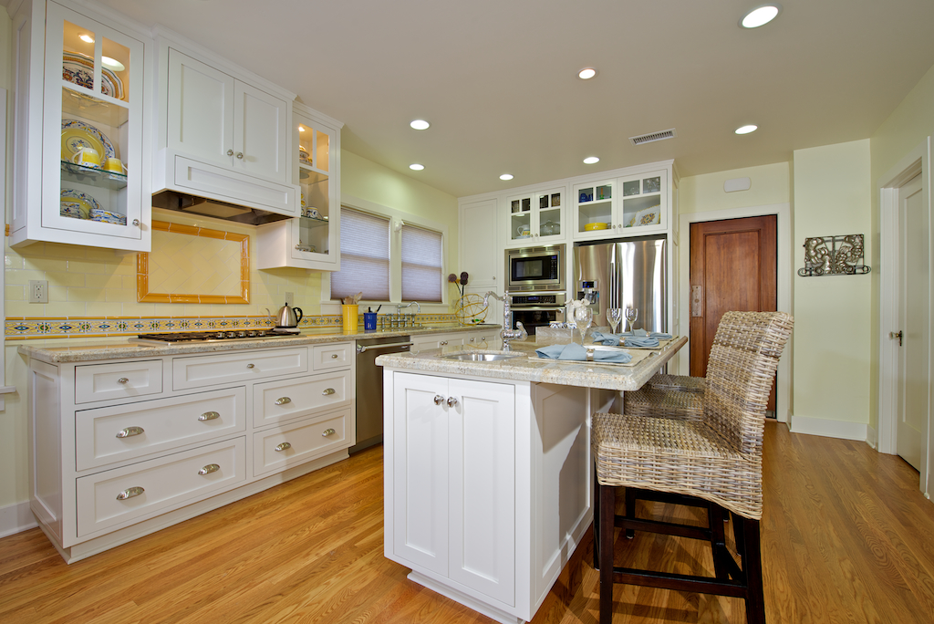 Contemporary Crown Molding On White Kitchen Cabinets